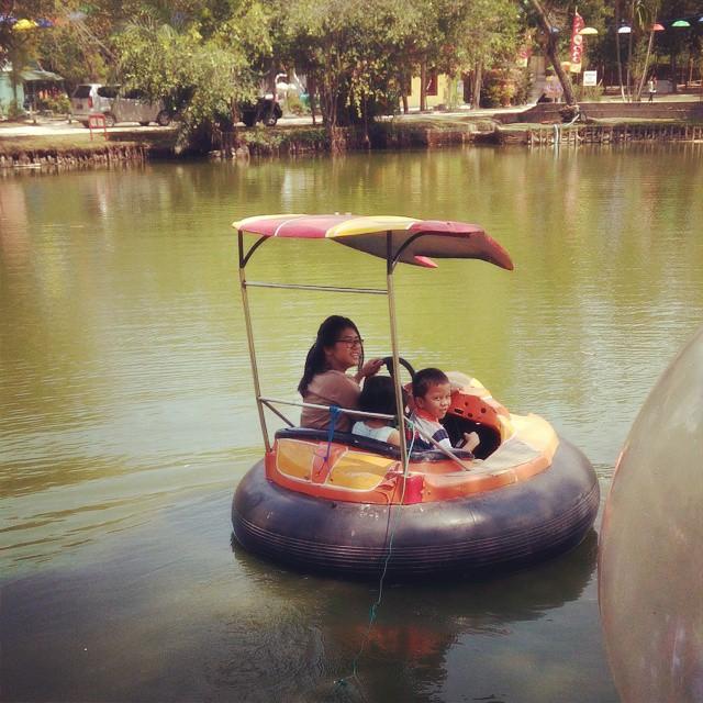 Mencoba perahu