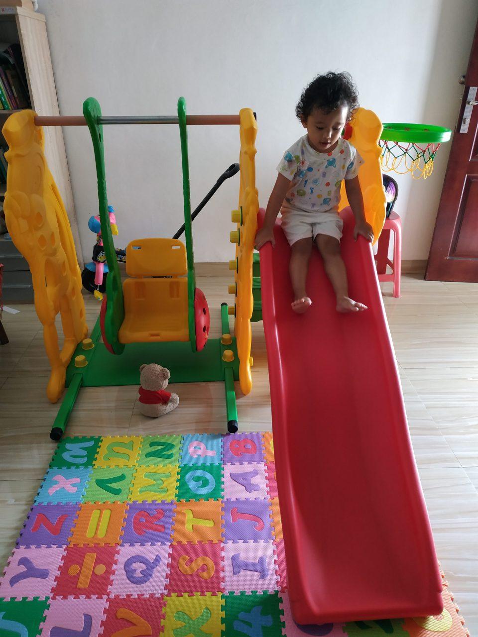 Mainan di rumah pun harus dibersihkan rutin